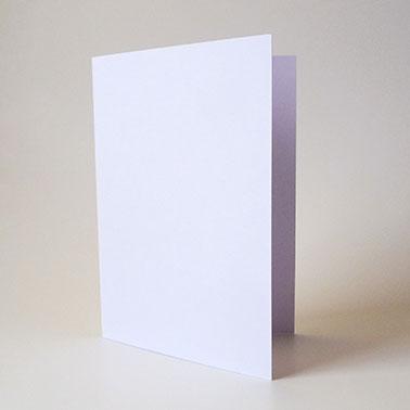 1. Karte zuschneiden und falten