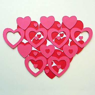 4. Dunkelrosa Herzen aufkleben